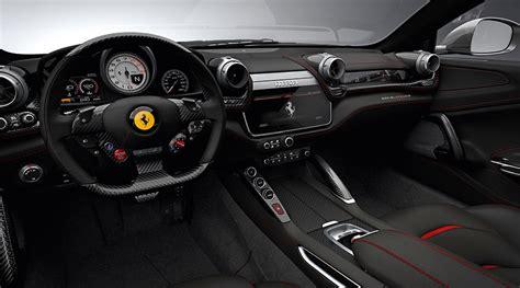 Per la sua esclusività, prestazioni di alta gamma e lunghezza di 4922 mm, classifichiamo la ferrari gtc4lusso nella categoria di berline di lusso.confronta dimensioni e foto con il suo modello precedente. Ferrari unveils its first ever V8 four-seat model