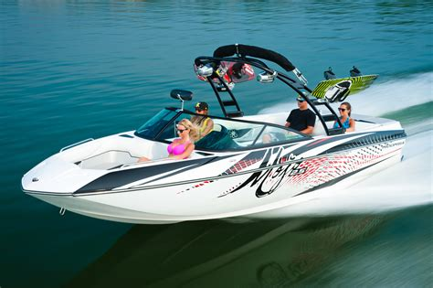 Ski Boat Builders by Moomba Puts More Pop In Lake With New Mojo Boat
