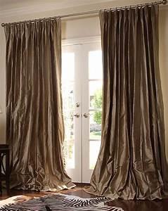Tips for choosing living room curtains elliott spour house for Elegant living room curtains