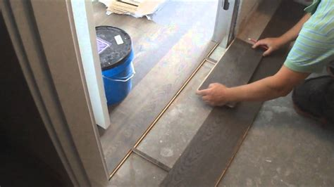 flat hardwood floor transition installation between room
