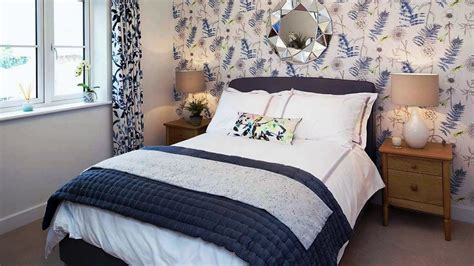 Decorating Ideas For Small Bedrooms by Budget Friendly Small Bedroom Decorating Design Ideas