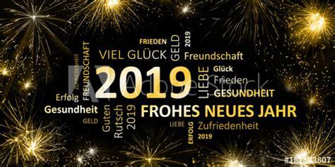schwarz goldene Silvesterkarte mit Feuerwerk Frohes neues ...