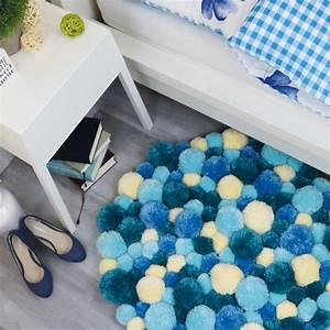 Teppich Rund Wolle : pompom teppich in verschiedenen blaut nen selber machen ~ Watch28wear.com Haus und Dekorationen