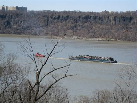 Garbage Scow Picture file garbage scow on the hudson river jpg wikimedia commons