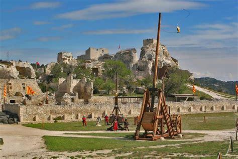 chambre hotes visiter le château des baux de provence avignon et provence