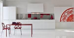 cuisine rouge et grise qui incarne lidee dune vie moderne With deco cuisine avec chaise blanche et grise