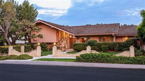 For Sale 'the Brady Bunch' House  Variety