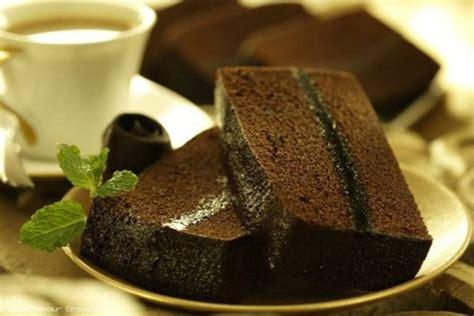 Ditambah lagi siraman saus cokelat ganache yang lembut di atasnya. Resep Brownies Kukus Mudah Sederhana - tipsberbagi.com
