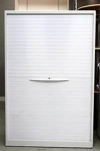 Armoire A Rideau Coulissant : trendy armoires hautes de marque jec a rideau coulissant vertical en metal laque blanc abritant ~ Melissatoandfro.com Idées de Décoration