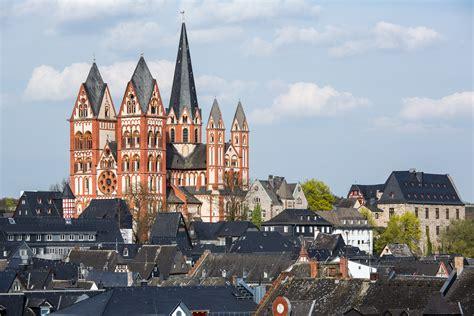 Datei:Limburg an der Lahn-Dom mit Altstadt von Suedwesten