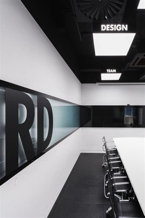 faux plafond bureau faux plafond moderne design quatre espaces de travail et