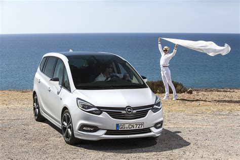 Opel Zafria by Meet The Facelifted 2017 Opel Vauxhall Zafira Tourer W
