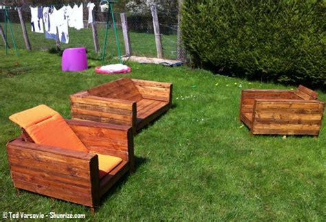 canapé extérieur bricolage creer du mobilier de jardin avec des palettes