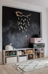 Kinderzimmer Wandgestaltung Ideen : kinderzimmer mit tafelfarbe an der wand kinderzimmer tafelfarbe regal wandgestaltung ~ Orissabook.com Haus und Dekorationen