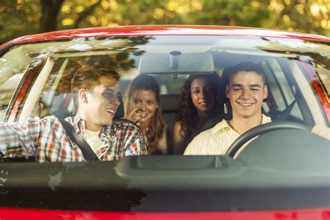 Distracted Driving Tips for Teens: Be a Better Passenger