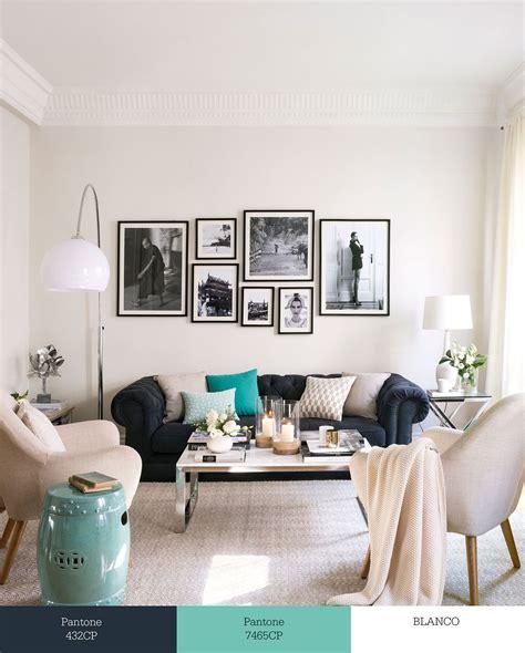 combinar sofa color turquesa sal 243 n con sof 225 chester decorado en blanco y gris oscuro y
