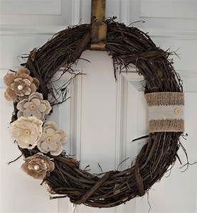 12 DIY Projects for Fall Themed Wreaths: 8 Rustic floral