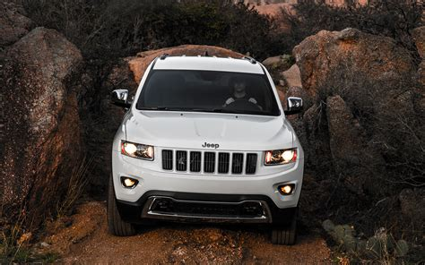 jeep grand cherokee front grill 2014 jeep grand cherokee limited front grille 199262 photo