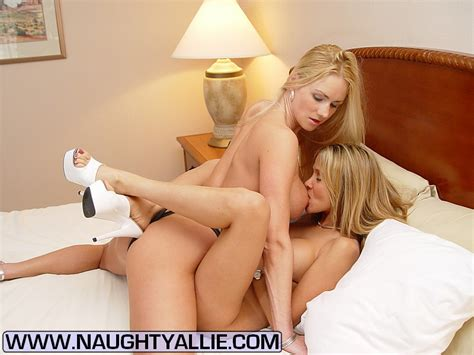 Xxx Milf Two Hot Wives Meet At Hotel To Ea XXX Dessert