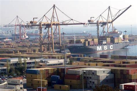 porti della grecia grecia i porti pireo e di salonicco verso la