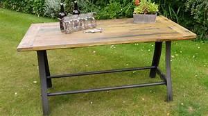 Table Bois Et Fer : table style industriel bois massif pi tement acier et fer forg ~ Teatrodelosmanantiales.com Idées de Décoration