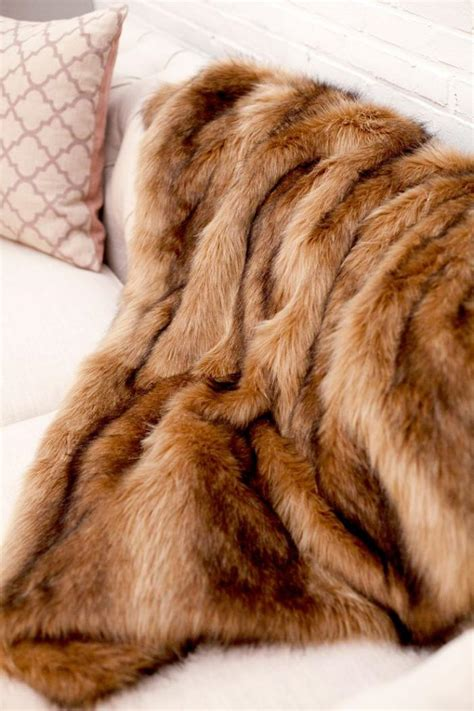 couverture pour canapé d angle le plaid fausse fourrure confort pour vous et style