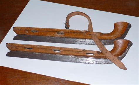 loupe bureau troc echange ancien patin à glace en bois début du siècle
