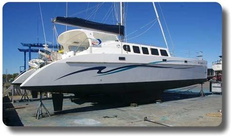Catamaran Hull Graphics by 1000 Images About Boat Striping On Pinterest The Boat