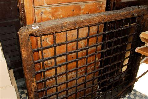 ringhiera antica antica ringhiera in ferro con cornice in legno