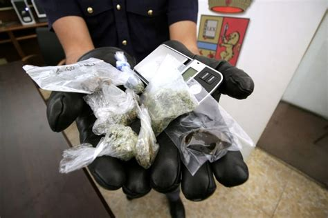 truceklan in the panchine noyz narcos arrestato aveva hashish erba e bilancino in