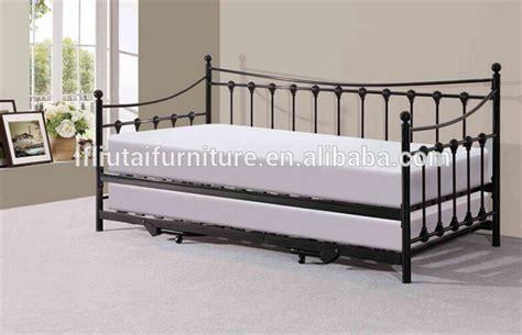canapé lit en fer forgé métal canapé lit design en fer forgé canapé en métal jour
