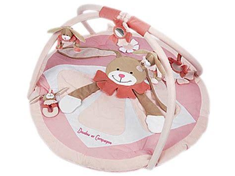 doudou et compagnie tapis eveil lapin rose