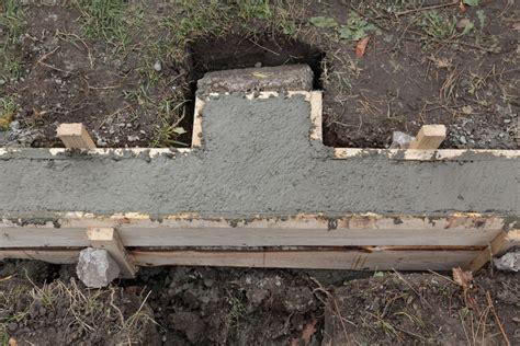fundament für gartenmauer fundament f 252 r eine mauer legen 187 so wird s gemacht