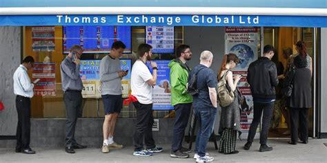 bureau de change londres la livre replonge au dollar et entraîne l 39 sur