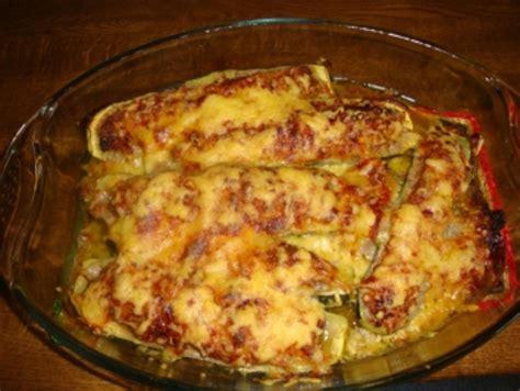 aus dem ofen mit hackfleisch gefuellte zucchini