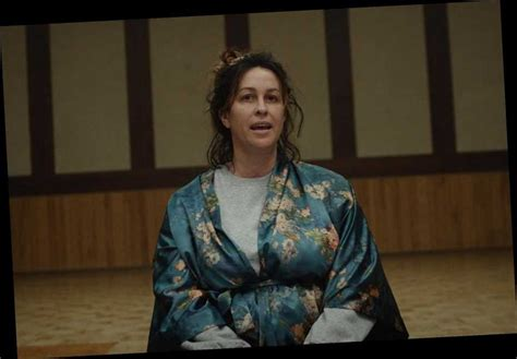 Alanis Morissette Explores Addiction in 'Reasons I Drink ...