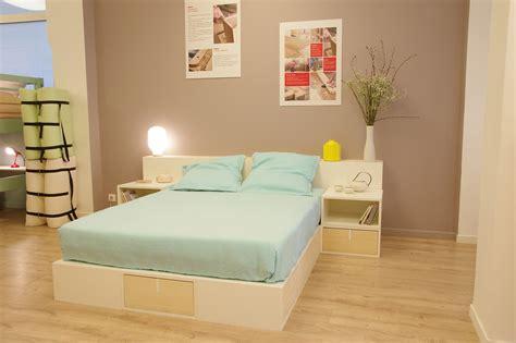 chambre avec estrade estrade pour lit fabulous lit estrade raisons pour aimer