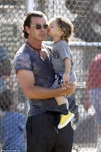 Gavin Rossdale gets kiss from son Apollo and cheers on ...