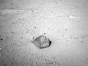 Mars rover Curiosity targets unusual rock enroute to first ...