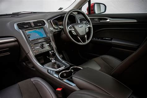 ford mondeo interior changing lanes