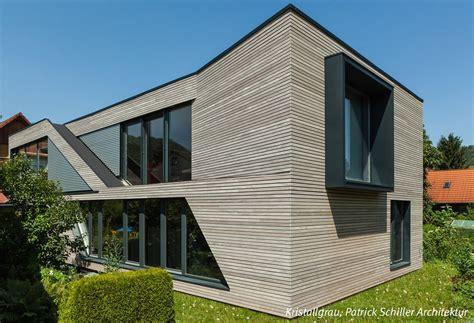 wohnhaus aus holz modernes wohnhaus mit grauer fassade aus holz dura patina rhombusleiste kristallgrau