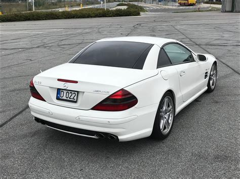 The early versions featured some luxury features such as leather seats and an infotainment unit with navigation. Mercedes SL 55 AMG R230 2002 - 109000 PLN - Wrocław - Giełda klasyków