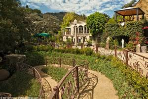 homes with two master bedrooms escape to harry houdini 39 s laurel hideaway in la