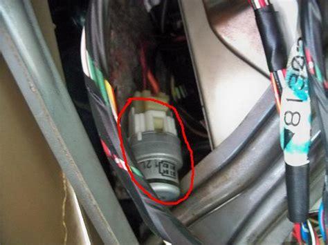 donde se ubica el relay de la bomba de combustible en un