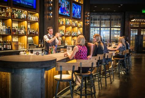 bar grill dining downtown nashville