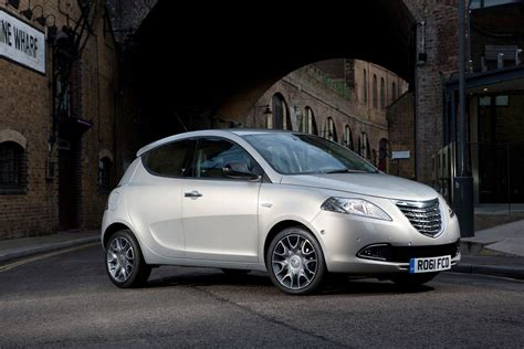 chrysler ypsilon hatchback review 2011 2015 parkers