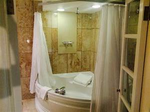 jacuzzi bathtub really good ceiling shower hutton suite With crowne plaza honeymoon suite