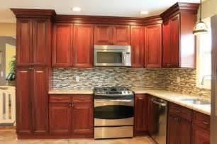 Kitchen Backsplash Ideas Cherry Cabinets by Cherry Kitchen Cabinets Tile Backsplash