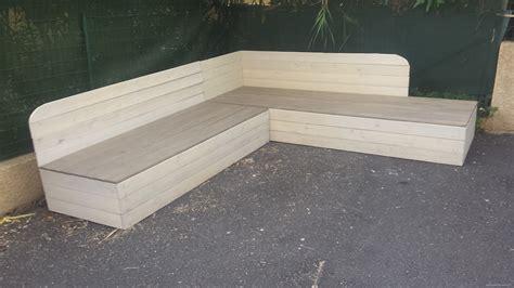 canap en palette en bois banquette de jardin en bois de récup et sa table basse en