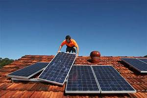 Solar system installer at work - ABC News (Australian ...